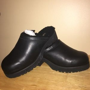 UGG LEATHER SHEARLING CLOGS 10.5/11